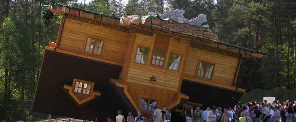 odwrócony-domek-szymbark